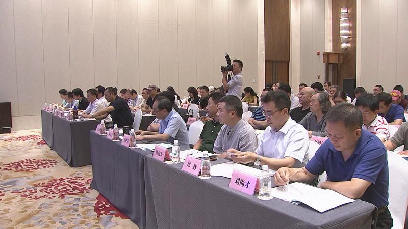 市文联举行八届六次全委会 万亚伟出席会议并讲话