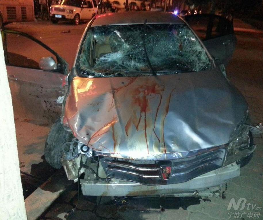 郑州一轿车司机连撞数车后弃车逃逸