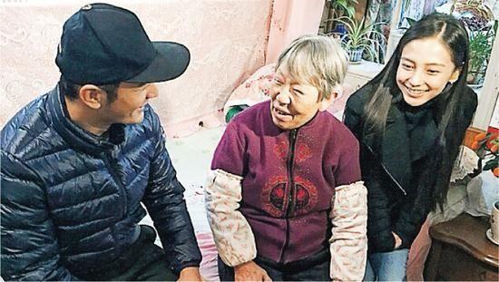 黄晓明生日与志愿者公益互动