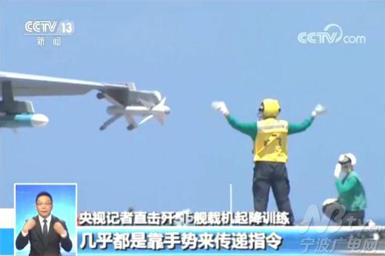 当一架飞机准备起飞的时候,另一架飞机就排在它的队尾,这样的话可以