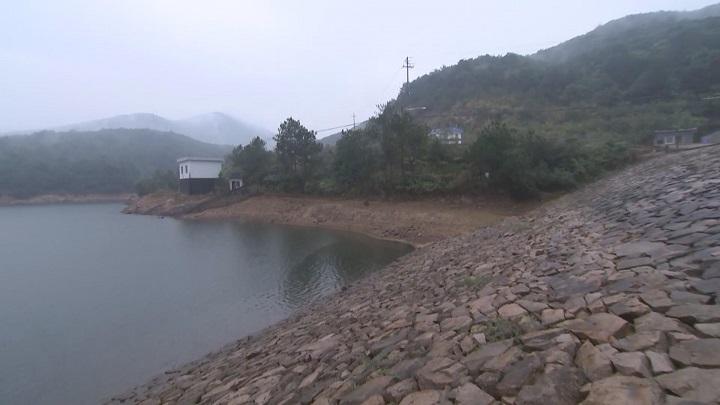东海舰队为驻地缺水村镇铺设10公里供水管线