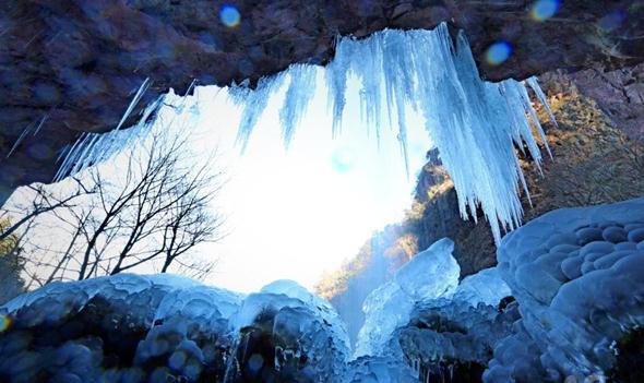 余姚四明山溶洞冰瀑