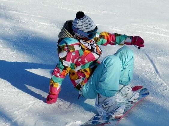"""当""""周末运动员"""" 女白领滑雪手臂骨折"""