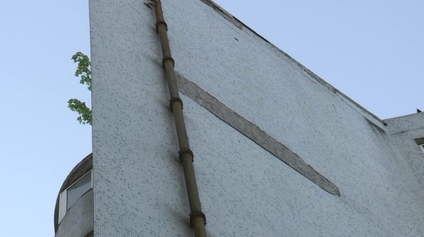 协作大厦外墙频频脱落 修缮资金无着落