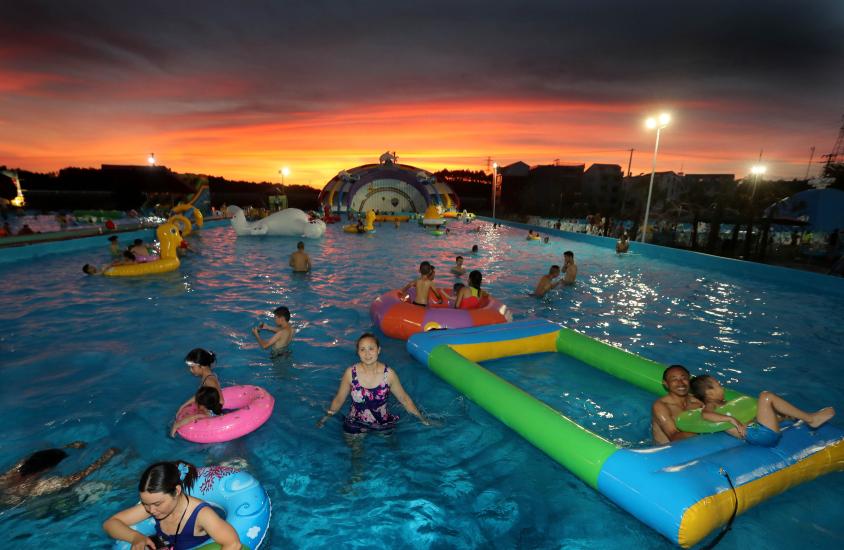 每天游客数千人 义乌小村众筹建起水上乐园