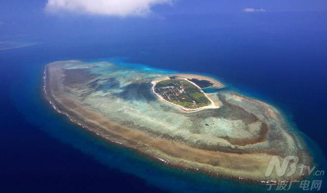直升机航拍中国南海西沙岛屿机场全貌