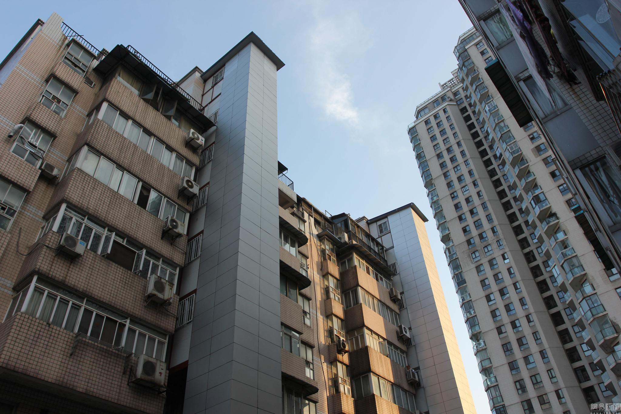 武汉老小区居民自筹加装电梯 房价秒涨50万