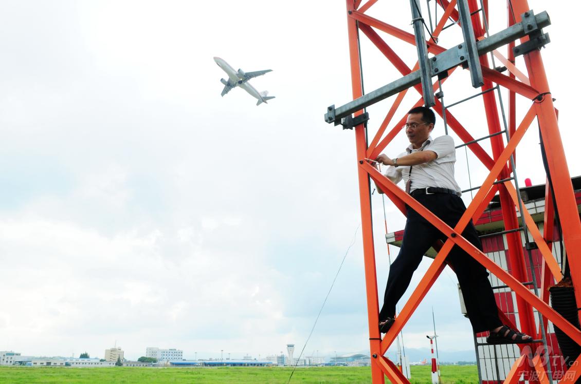 """这里就是为进出宁波航路的飞机提供无线电信号的""""眼睛""""——石岭导航台"""