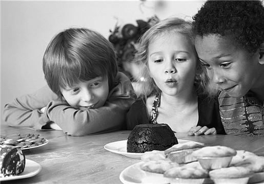 儿童吃膨化食品会得病?