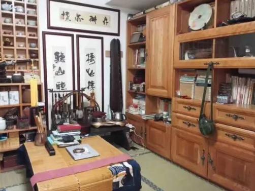 杭州的这间书房收藏了7个版本《红楼梦》