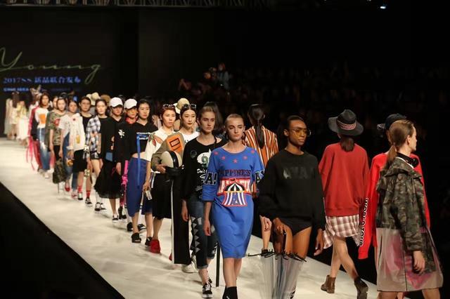 杭州国际时装周开幕 这些衣服你会穿吗?