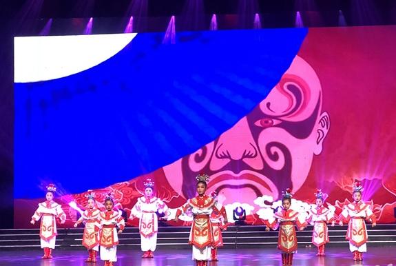 """与中国传统文化首次接触,宁歌学子为""""星宝""""送欢乐"""