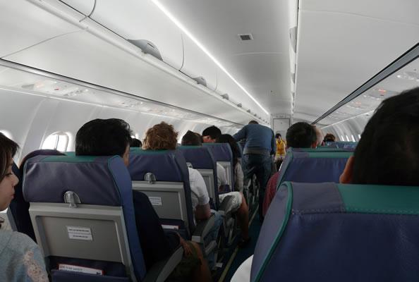 女乘客机舱放屁 飞机被迫降落
