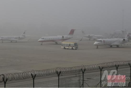 重雾霾的影响,首都机场一度出现了大面积航班延误