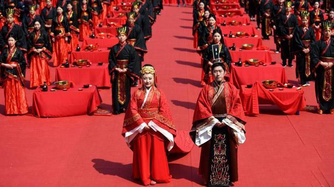 安徽36对新人举行汉式集体婚礼