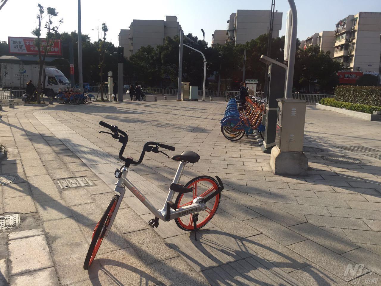 共享单车成网红 遇乱停放私占等问题怎么办-