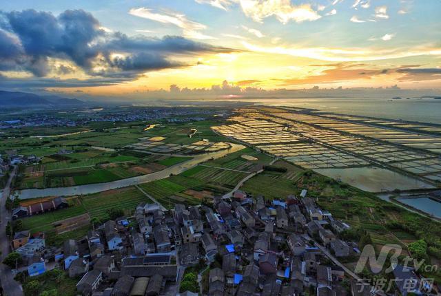 图为海南村全景图