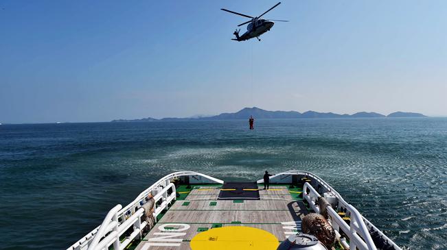 我国首次成功组织中欧航天员海上救生训练