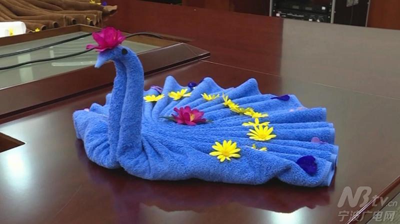 浴巾通过巧妙构思,折叠变形成各种各样的小动物.
