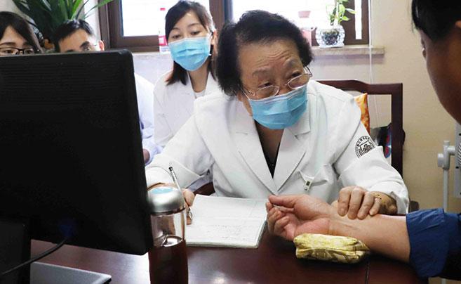 浙江今年唯一获评国医大师 85岁高龄还坚持每周为病人看病